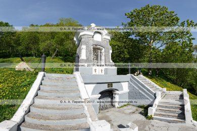 Памятник «Часовня», сооруженный в честь успешной обороны Петропавловска от нападения англо-французской эскадры в 1854 году