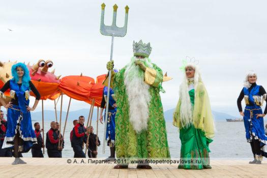 Фоторепортаж: фотографии празднования Дня рыбака на Камчатке, театрализованное шоу на берегу Авачинской губы в городе Петропавловске-Камчатском