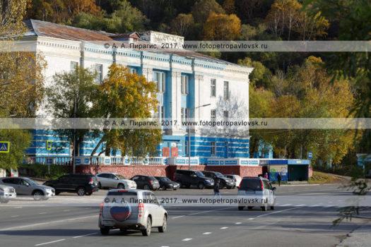 Фотография площади имени адмирала Григория Ивановича Щедрина, Петропавловск-Камчатского Дома офицеров флота (Дом флота).