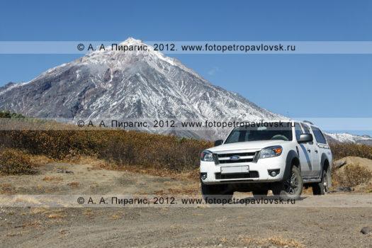 Фотографии автомобиля Ford Ranger (Форд Рэйнджер) на фоне Корякского вулкана на полуострове Камчатка