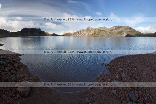 Кратер вулкана Хангар (Khangar Volcano) и кратерное озеро Хангар (озеро Кожгумк) на полуострове Камчатка