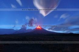 Фотография: Камчатка, вулкан Ключевская сопка (Klyuchevskaya Sopka), или Ключевской вулкан (Klyuchevskoy Volcano), ночной вид на извержение камчатского исполина
