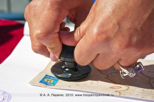 Фоторепортаж: спецгашение почтовых конвертов в честь 200-летия со дня рождения В. С. Завойко