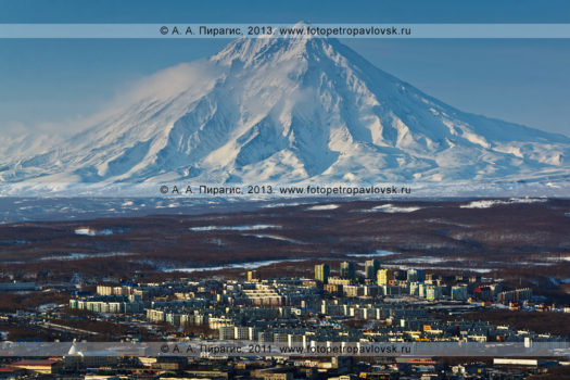 Фотография Корякского вулкана — действующего вулкана Камчатки. Город Петропавловск-Камчатский, микрорайон Северо-Восток