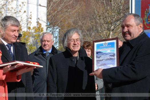 Фоторепортаж: ритуал посвящения Кравченко Валерия Трофимовича в почетные граждане города Петропавловска-Камчатского