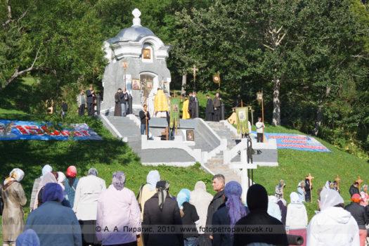 Фоторепортаж: Божественная литургия и крестный ход в память о погибших камчатцах при обороне Петропавловска от нападения англо-французской эскадры в августе 1854 года