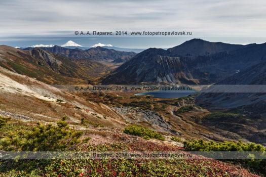 Фотографии осеннего вида на Затерянное озеро на полуострове Камчатка