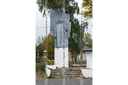 Фотография памятника Владимиру Ильичу Ленину в поселке Ключи. Усть-Камчатский район, Камчатский край