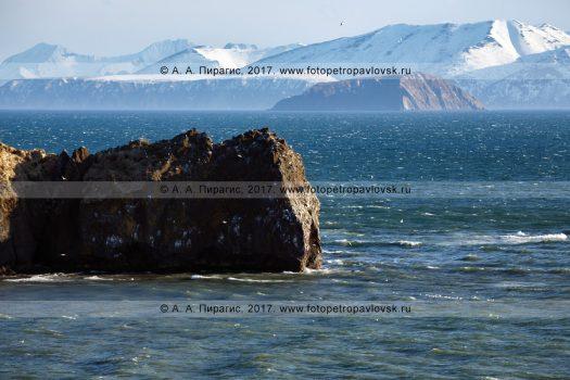 Фотография: камчатский морской пейзаж — мыс Маячный на входе в Авачинскую губу (Авачинскую бухту). Полуостров Камчатка, Тихий океан, Авачинский залив, Авачинская губа