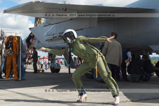 Фотографии костюма летчика истребителя МиГ-31 на военном аэродроме Елизово на полуострове Камчатка