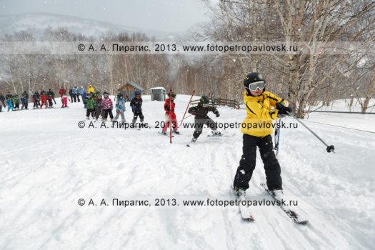 Фотографии тренировки юных камчатских горнолыжников на горе Морозной на полуострове Камчатка