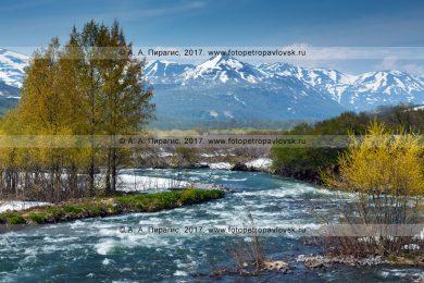 Горная река Паратунка на полуострове Камчатка