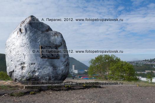 Фотографии памятника партизанам Камчатки: Бохняку, Войцешеку, Давыдову и Тушканову в городе Петропавловске-Камчатском