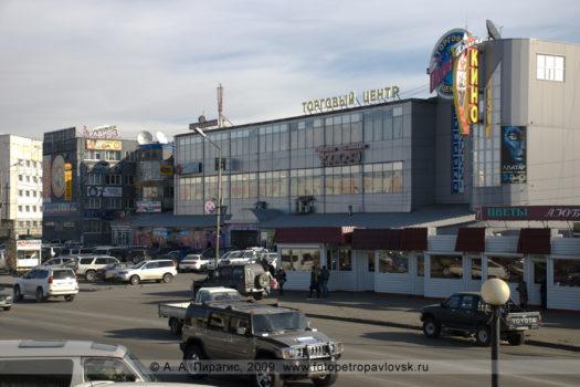 """Фотография торгового центра и кинотеатра (киноцентра) """"Планета"""" в городе Петропавловске-Камчатском"""