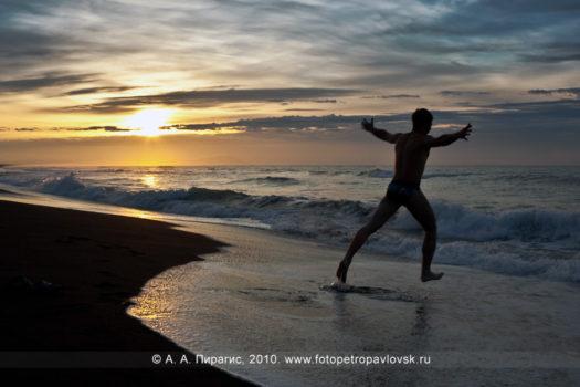 Фотографии рассвета на берегу Тихого океана