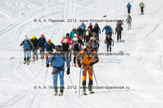 Спортивный фоторепортаж: ски-альпинизм, командная гонка. Полуостров Камчатка, Авачинский перевал