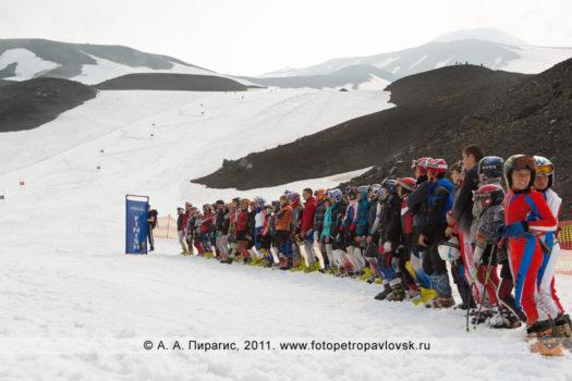 Спортивный фоторепортаж: торжественная церемония открытия летних соревнований по горнолыжному спорту на Авачинском вулкане