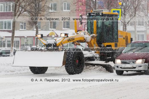 Фотографии дорог и транспорта во время снегопада в городе Петропавловске-Камчатском