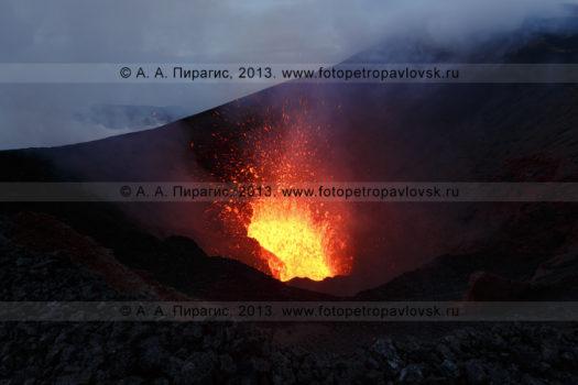 Фотографии извержения вулкана Плоский Толбачик на полуострове Камчатка