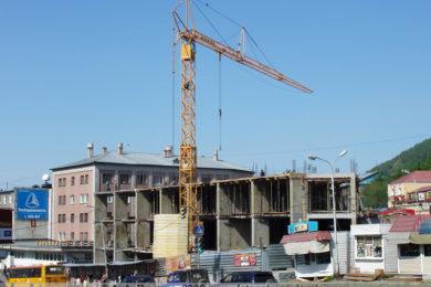 Строящийся торговый центр на Комсомольской площади в Петропавловске-Камчатском