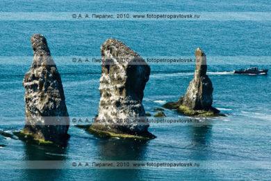 Фотографии Скал Три Брата — памятника природы полуострова Камчатка