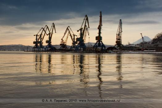 Причал угольного терминала, Петропавловск-Камчатский морской торговый порт. Мыс Сигнальный