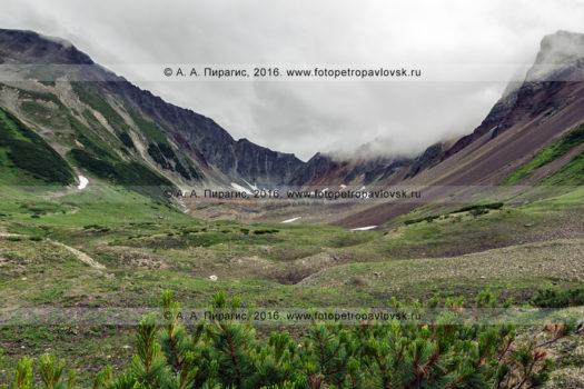 Фотография: живописный горный цирк горы Летняя Поперечная в районе горного массива Вачкажец на полуострове Камчатка