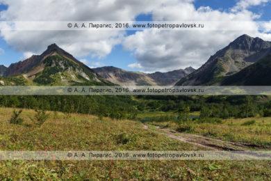 Фотография: панорамный вид на горный массив Вачкажец на полуострове Камчатка