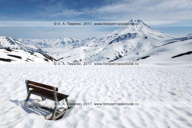 Скамейка для туристов и путешественников на Вилючинском перевале